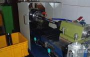 ショックの最終穴あけは、超精密機械(ピストルを製造する時に使う機械)で行う