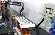 コンピュータ制御で均一量のロック剤を付着させる
